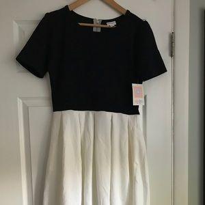 NWT LulaRoe Amelia- black and white
